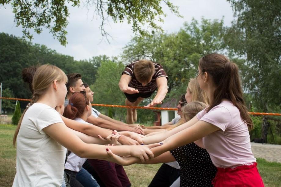 (foto) 17 tineri din Dubăsari și Bender au participat în premieră la Școala de vară YouthBank 2018