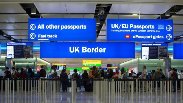 Călătorii care nu au nevoie de viză pentru a merge în UE, ar putea fi verificați înainte de a ajunge la graniță