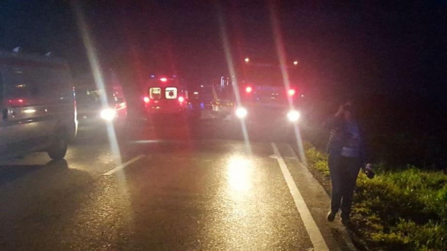 Un autocar cu 43 de copii din Belarus s-a răsturnat în Suceava. 15 persoane au fost transportate la spital