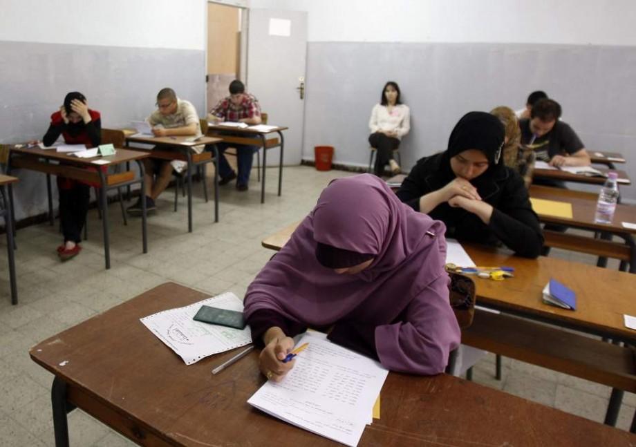 Algeria și Irak au închis Internetul în toată țara pentru a preveni copiatul elevilor la examene