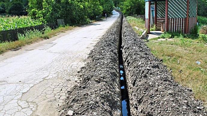 Localitățile din țară sunt conectate în proporție de 53% la apeduct. Cel mai mult de lipsa apei suferă oamenii din sate