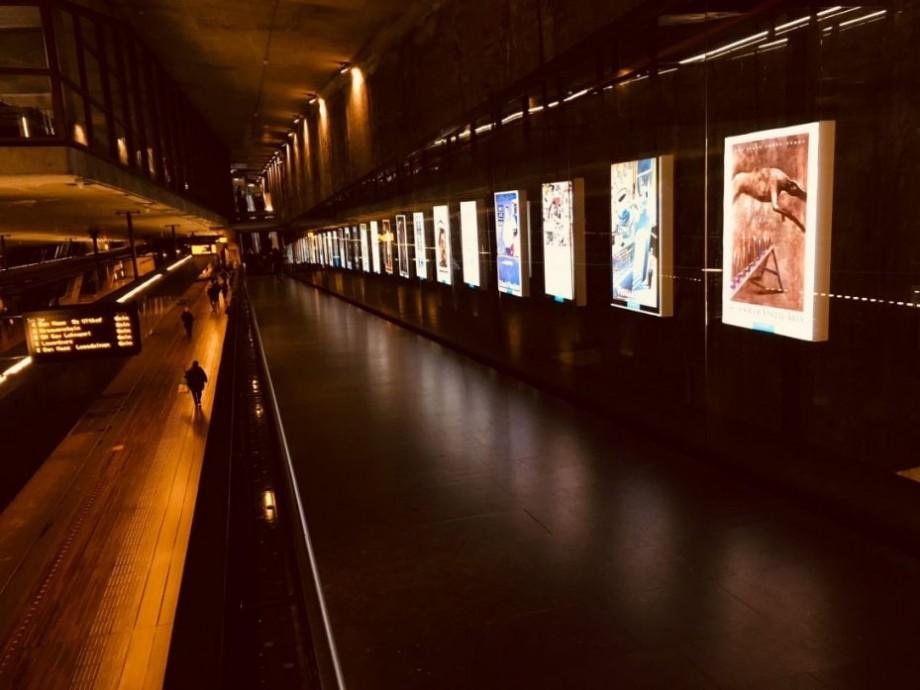 Descoperă cum a evoluat designul posterelor subterane din New York într-o expoziție organizată la Chișinău