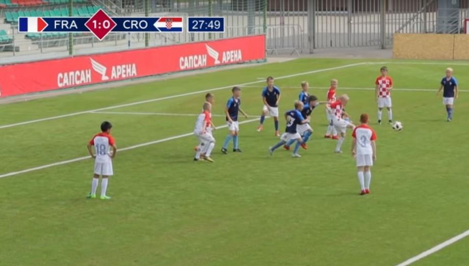 (video) Fotbaliștii juniori din două echipe rusești au simulat finala Campionatului Mondial de Fotbal din Rusia