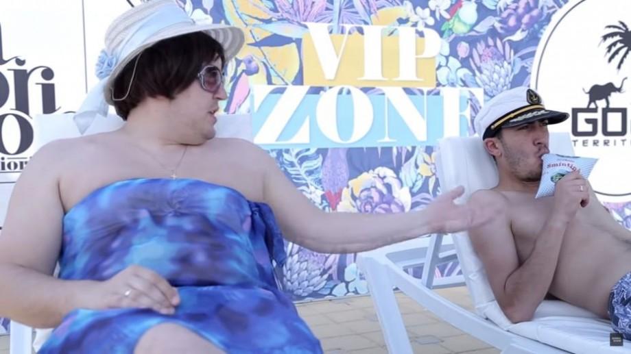 """(video) """"De ce mănânci smântână? Pentru că nu-mi permiți să beau bere"""". Cum Zebra Show se odihnește la piscină"""