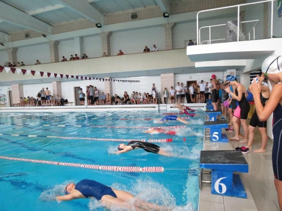 Zece recorduri, la campionatul național de înot din acest an. Cine sunt sportivii care au reușit această performanță