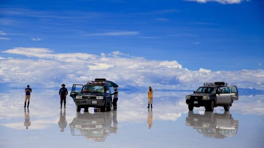 Un nevăzător va folosi exclusiv GPS-ul pentru a străbate cel mai mare deşert sărat din lume