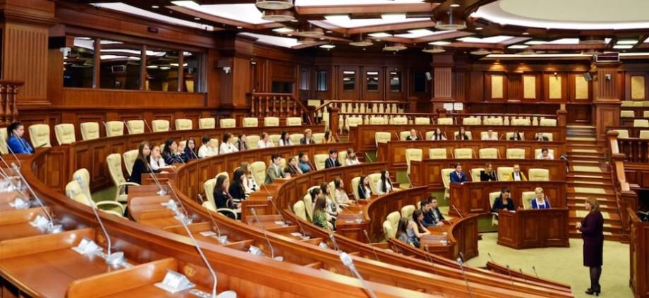 (video) Patru partide ar accede în Parlament, dacă duminica viitoare ar avea loc alegeri. Rezultatele unui nou sondaj