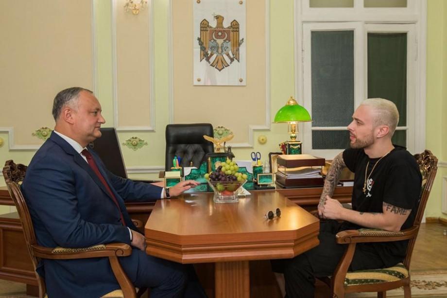 Igor, vizitat de Egor. Președintele Moldovei s-a fotografiat cu încă un pop-star moscovit