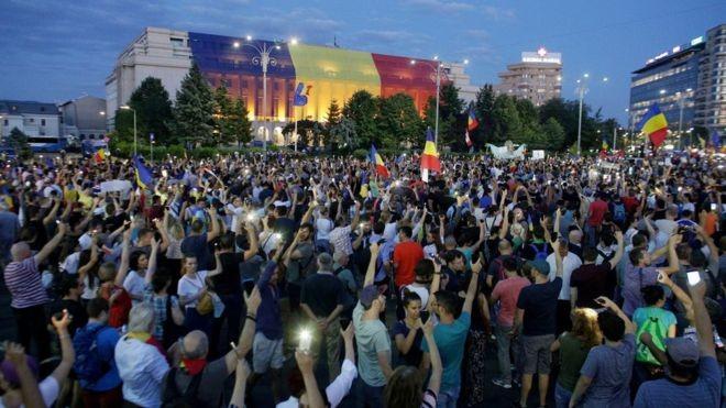 A treia zi de proteste la București. La Chișinău a avut loc un miting de solidarizare