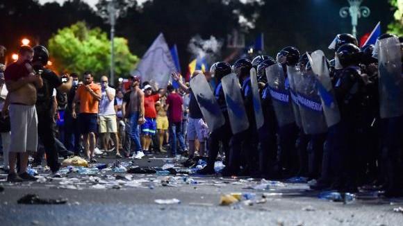 (foto, video) Violențe la mitingul diasporei din România. 452 de persoane au fost rănite, dintre care 70 spitalizate