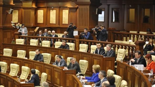 Circulația electronică a documentelor, e-votul și noul site al legislativului. Când va fi implementat sistemul e-Parlament