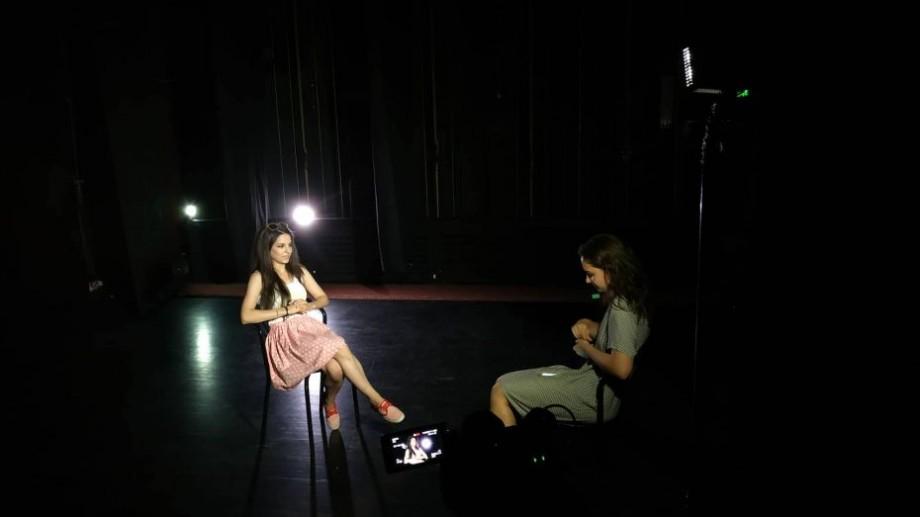 (video) Stagiunea de vară. Schimbările în teatru, salariile actorilor și întâmplările de după culise din experiența Olgăi Anghelici