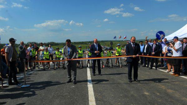 A costat peste 8 milioane de euro și 20 de milioane de lei. Drumul de ocolire a orașului Ungheni a fost inaugurat