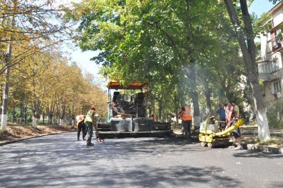 (foto) Cum decurge reabilitarea străzii Academiei. Costul lucrărilor de reparație este de 3,8 milioane de lei
