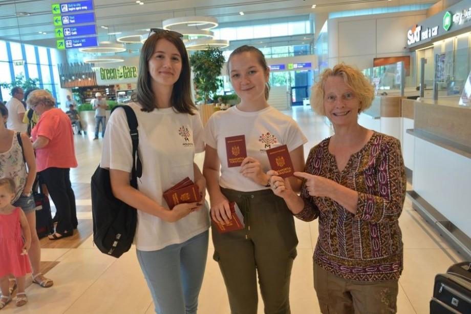 Moldovenii din diasporă, care revin acasă în luna august, vor primi la frontieră pașaport de turist