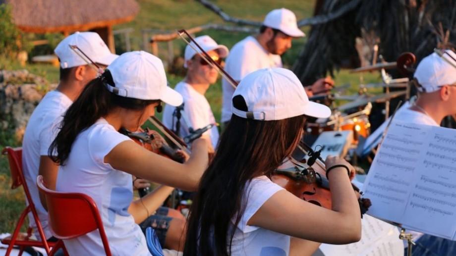 (galerie foto) Muzica clasică a răsunat în Munții Moldovei. Cum s-a desfășurat primul concert din cadrul expediției La La Play