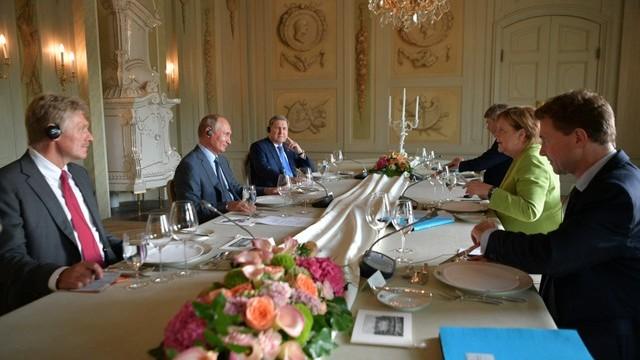 Angela Merkel şi Vladimir Putin nu au făcut niciun acord la primul summit a acestora după anexarea Crimeei de către Rusia