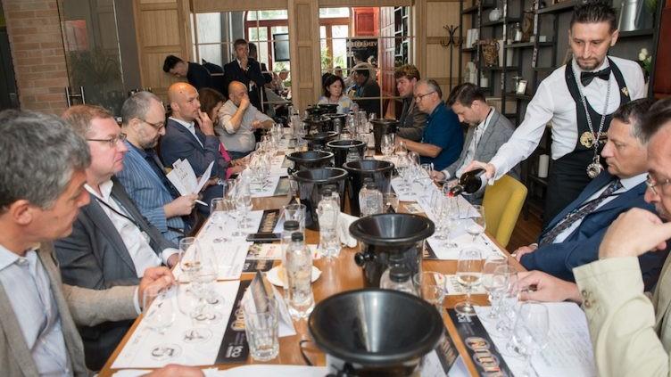 """""""100 mari vinuri românești pentru 100 de ani de România Mare"""". Vinarium a inclus 11 vinuri din Moldovaîntr-o selecție dedicată Centenarului"""