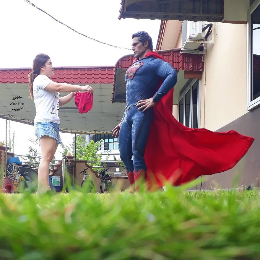 With-just-one-smartphone-man-makes-incredible-pictures-of-him-with-toy-superheroes-using-perspective-5b874f99230dc__880