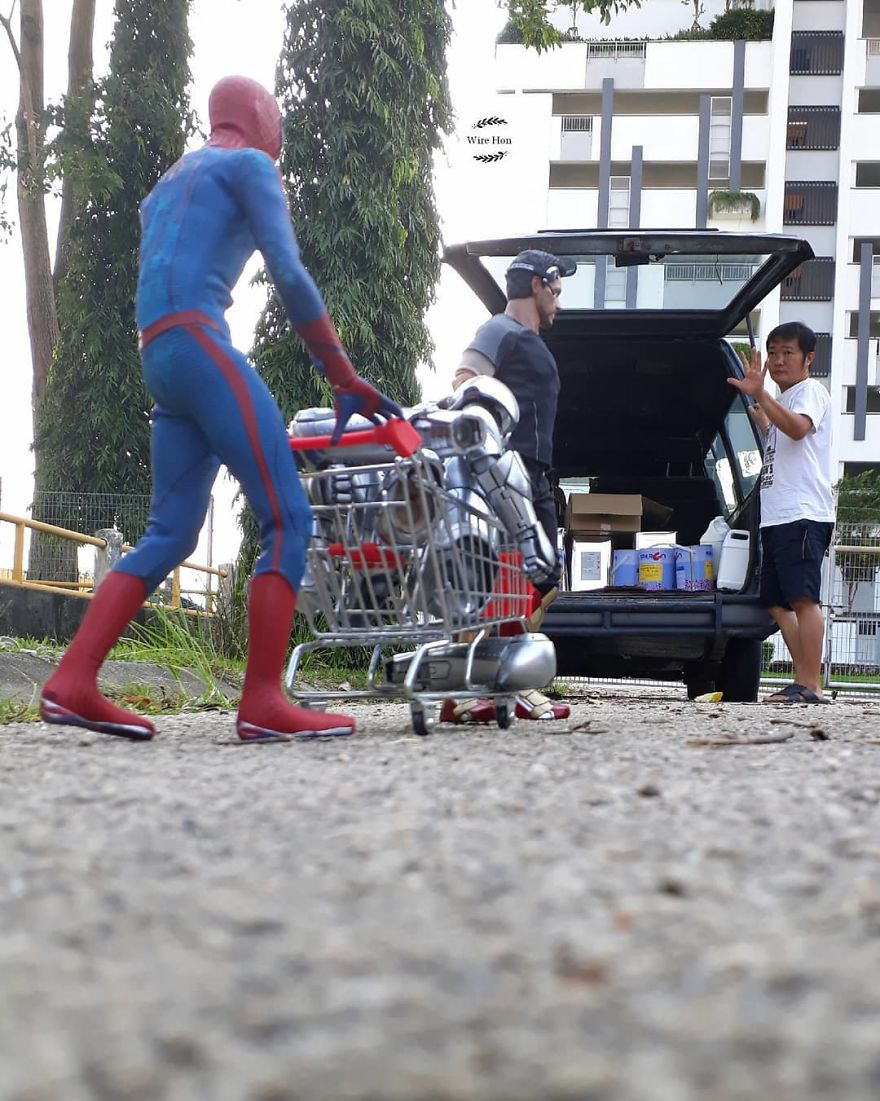 With-just-one-smartphone-man-makes-incredible-pictures-of-him-with-toy-superheroes-using-perspective-5b874fa32febd__880