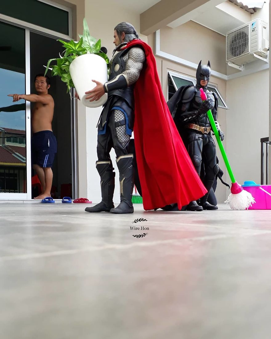 With-just-one-smartphone-man-makes-incredible-pictures-of-him-with-toy-superheroes-using-perspective-5b874fa7093a7__880