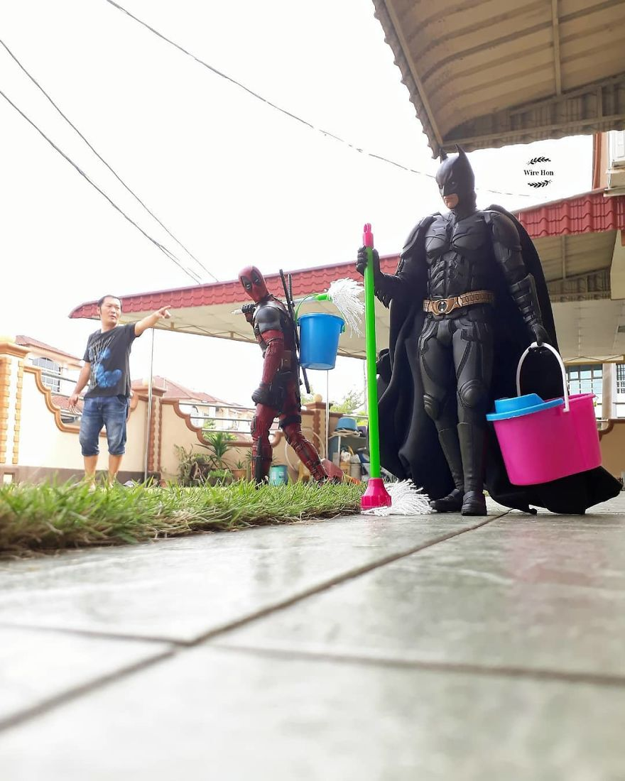 With-just-one-smartphone-man-makes-incredible-pictures-of-him-with-toy-superheroes-using-perspective-5b874faaa452f__880
