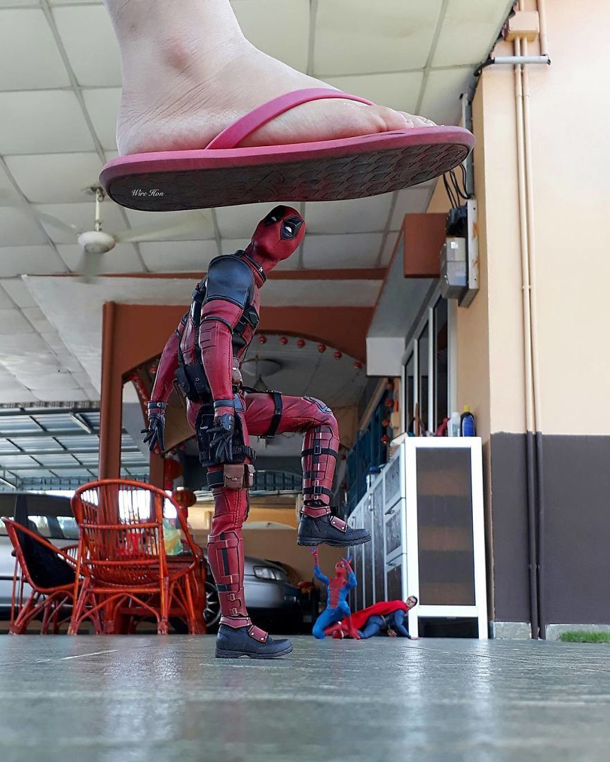 With-just-one-smartphone-man-makes-incredible-pictures-of-him-with-toy-superheroes-using-perspective-5b87a81ebb116__880