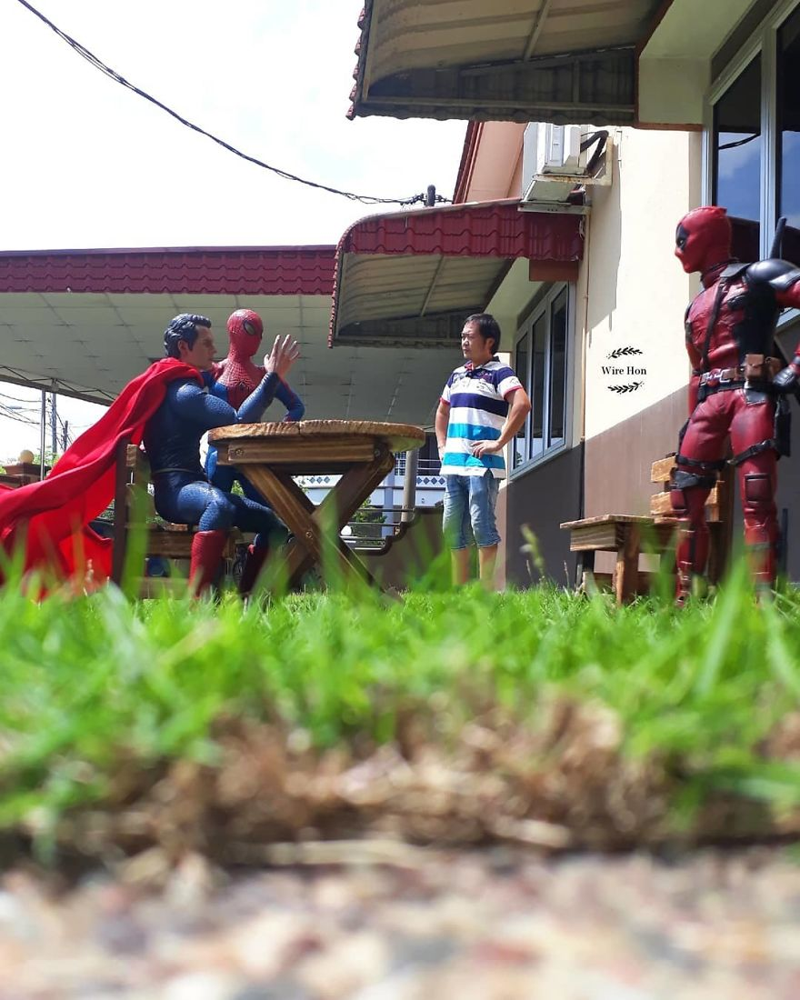 With-just-one-smartphone-man-makes-incredible-pictures-of-him-with-toy-superheroes-using-perspective-5b87a832e1856__880
