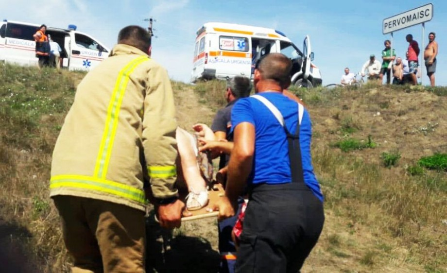 Accident grav la Căușeni. Un automobil s-a ciocnit de un tren marfar