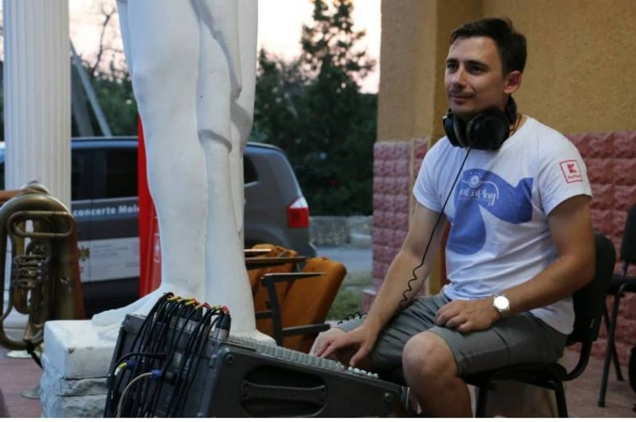 """Oamenii La La Play. Alexandru Nepotu: """"Fără să cunosc notele muzicale, încercam să interpretez piesele preferate la pian"""""""