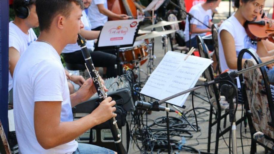 """(foto) Oamenii La La Play. Clarinetistul Alexei Radov: """"Și în stânga Nistrului se cântă românește"""""""