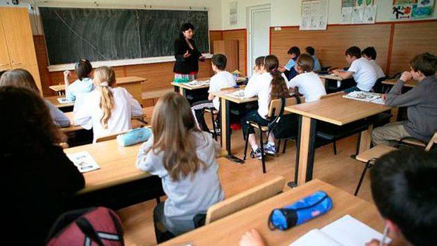 Lecțiile la școală ar putea începe mai târziu. DGETS Chișinău examinează posibilitatea modificării orarului