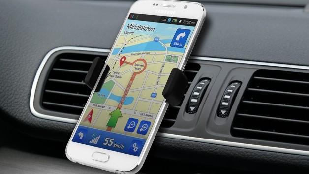 Îți place să călătorești mult cu mașina? Iată 15 gadgeturi utile de care vei avea nevoie la drum