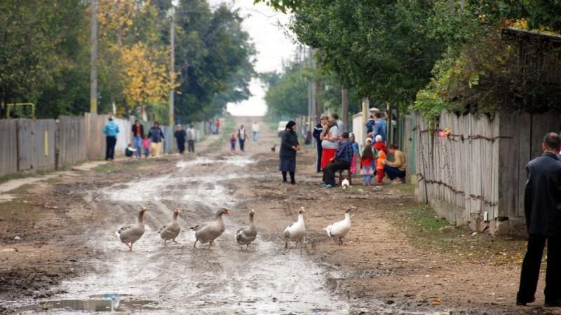 (grafic) Tinerii din Moldova în anul 2017: În orașe tinerii locuiesc singuri, iar în sate cu părinții lor