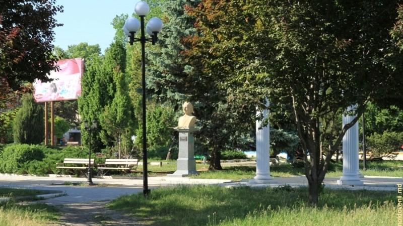 (doc) La Bălți va fi edificat bustul lui Mihail Volontir, iar în satul Cubolta, bustul lui Pantelimon Halippa