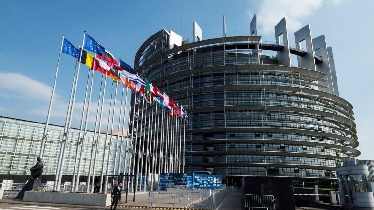 Vot crucial în Parlamentul European în privința drepturilor de autor. Reforma este nedorită de giganții internetului