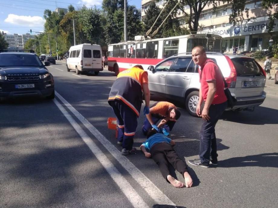 O femeie care trecea neregulamentar strada Aleco Russo a fost lovită de o mașină