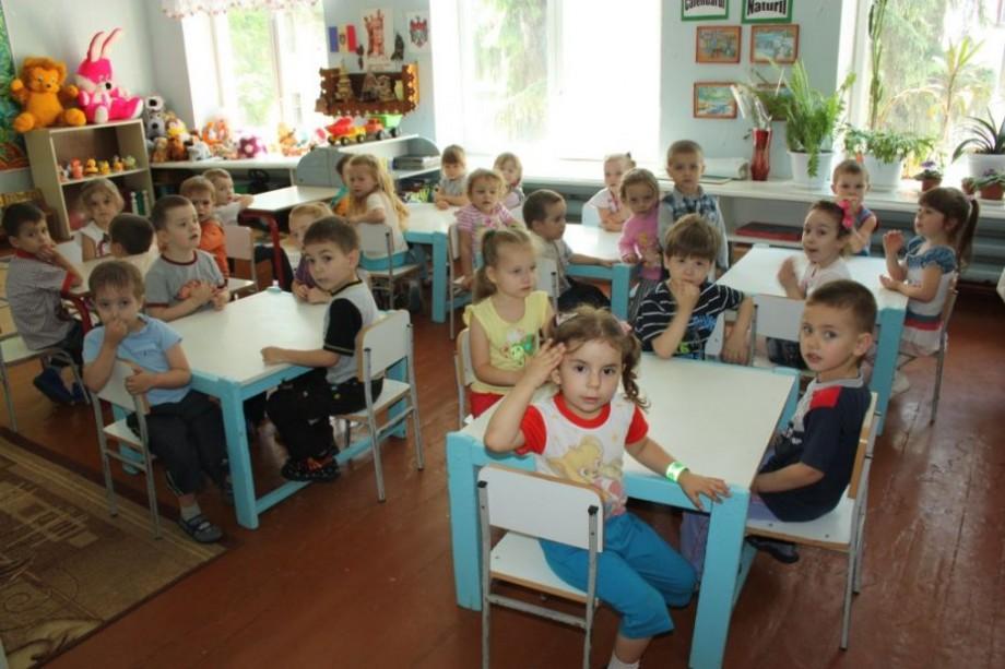 Elevii din anul terminal de colegiu în calitate de educatori. Cum Ministerul Educației rezolvă problema insuficienței cadrelor didactice la grădinițe