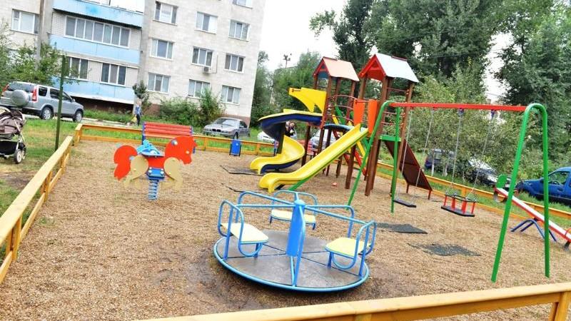 (foto) Primele patru terenuri de joacă pentru copii au fost amenajate la Chișinău. Care sunt adresele vizate