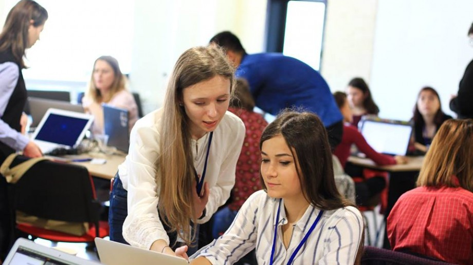 Vrei o carieră în IT? 500 de femei și fete pot participa la un program de instruire gratuit