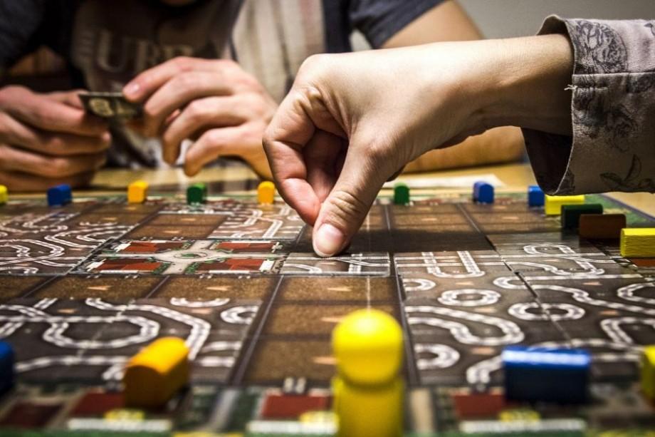 Recomandări #diez. Descoperă cele mai interesante jocuri de societate potrivite pentru tine și prietenii tăi