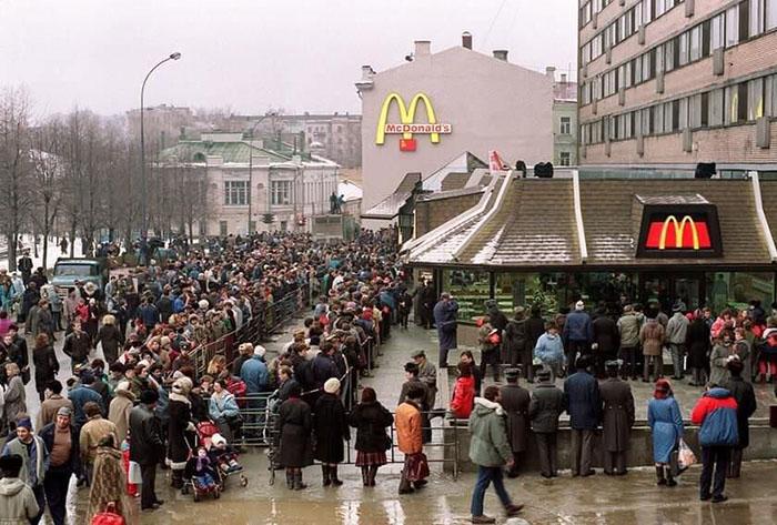 first-mcdonald-restaurant3