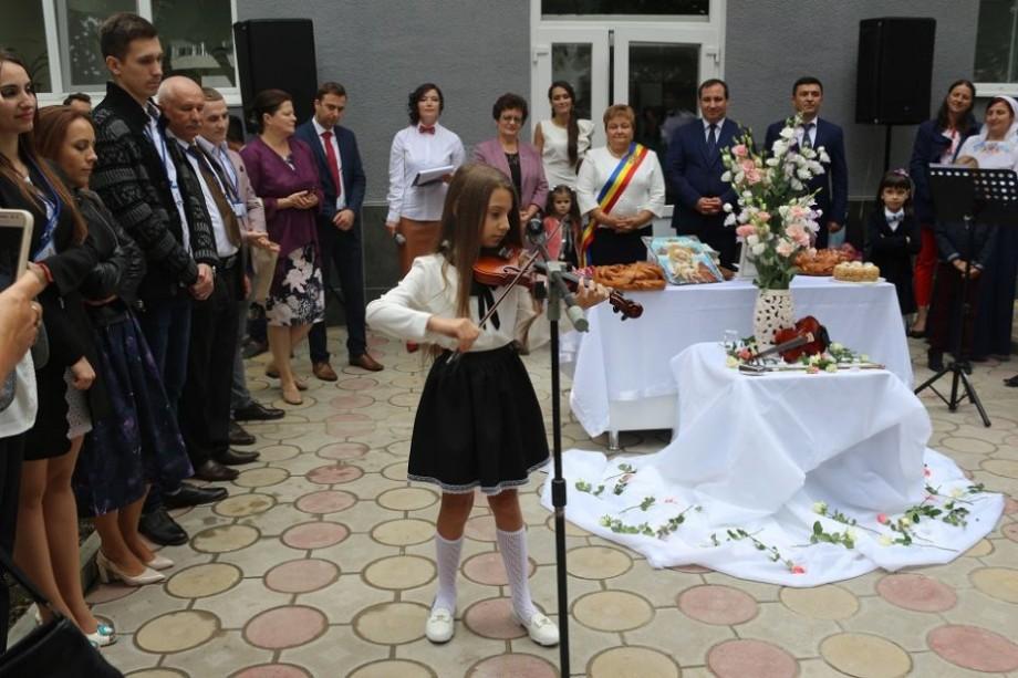 (foto) La Măgdăcești a fost inaugurată școala de arte. Lucrările de renovare au costat peste 1 milion de lei
