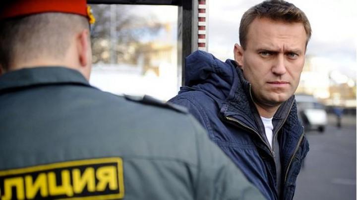 Nicio clipă de libertate. Liderul opoziţiei ruse, Aleksei Navalnîi, a fost arestat din nou, chiar la ieșirea din închisoare