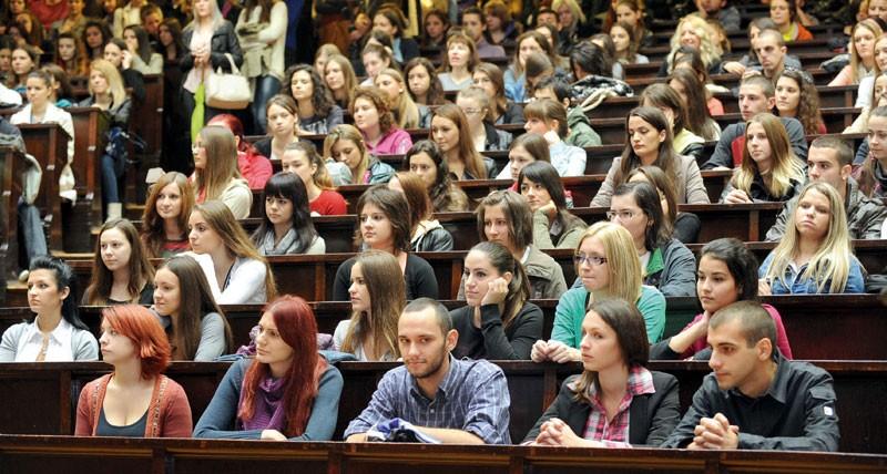Studenții de la toate ciclurile pot depune actele pentru Bursa speranței 2018. Ce documente trebuie să prezinți