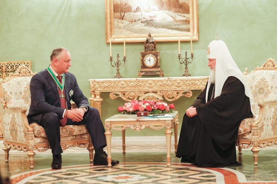 """(foto, video) Igor Dodon a fost decorat cu Ordinul """"Sf. Cuvios Serghie de Radonej"""" de Patriarhul Kirill. Pentru ce merite"""