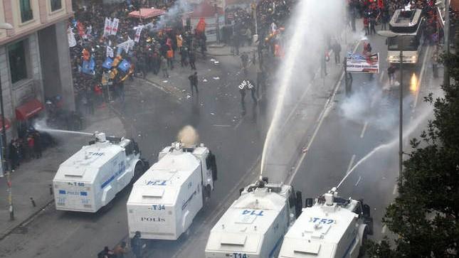 """Erdogan """"a dotat"""" autoritățile moldovenești cu două autospeciale de luptă contra protestatarilor"""