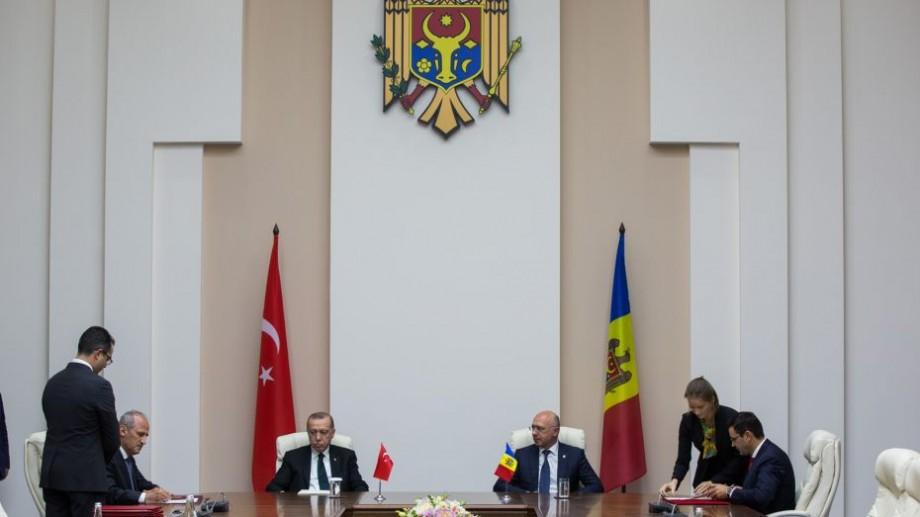 Moldovenii vor putea călători în Turcia doar cu buletinul de identitate. Ce tratate au mai fost semnate la Guvern