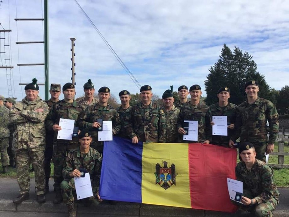 (foto) Studenții militari din Moldova au câștigat medalia de argint la o competiţie internaţională din Ţara Galilor