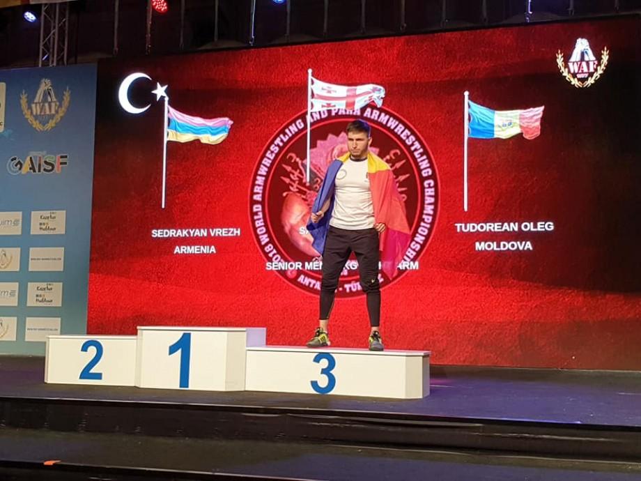 (foto) Șapte sportivi moldoveni au câștigat nouă medalii la Campionatul Mondial de Armwrestling. Cine sunt aceștia